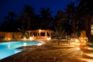 Reformas Humedades hotel pool evening